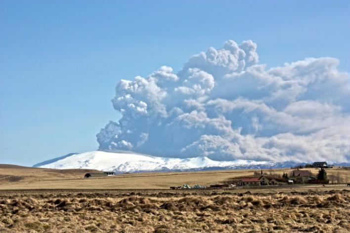 121 172127 world top most active volcanoes 3 - أخطر وأغرب 5 براكين نشطة في العالم بالصور ومغامر يغوص في أعماق بركان ثائر بالفيديو