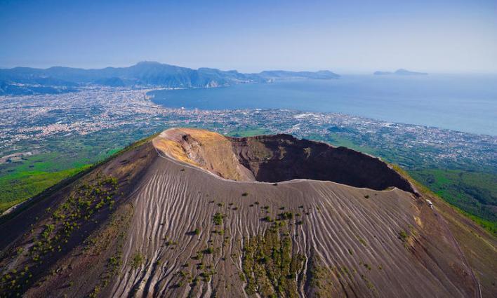 121 172127 world top most active volcanoes 4 - أخطر وأغرب 5 براكين نشطة في العالم بالصور ومغامر يغوص في أعماق بركان ثائر بالفيديو