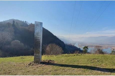 122020211525969832281 - ما هو سر اختفاء الهيكل المعدني الغامض من أمريكا وظهوره في رومانيا