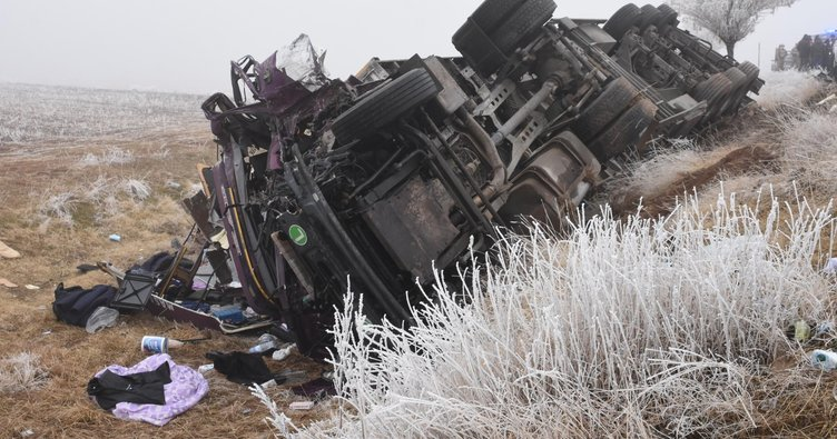 752x395 bitliste trafik kazasi 1 olu 5 yarali 1607160448066 - حادث مروري مروع لـ7 سيارات على طريق سريع شرق تركيا يخلف قتلى وجرحى