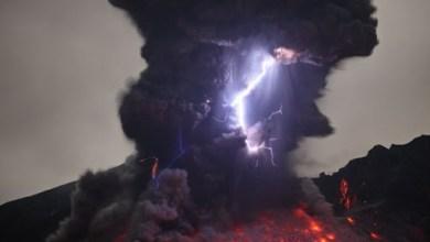 صورة أخطر وأغرب 5 براكين نشطة في العالم بالصور ومغامر يغوص في أعماق بركان ثائر بالفيديو