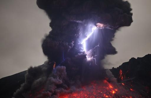 unnamed 4 - أخطر وأغرب 5 براكين نشطة في العالم بالصور ومغامر يغوص في أعماق بركان ثائر بالفيديو