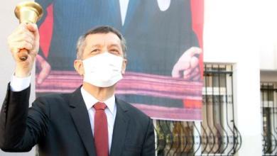 صورة وزير التربية التركي ضياء سلجوق يعلن عن تاريخ بدء التعليم المباشر (وجهاً لوجه)