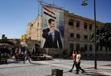 صورة بالفيديو.. شاب سوري بإزالـ.ـة صور بشار الأسد وسـ.ـط شـ.ـوارع سيـ.ـطرة النظام (فيديو)