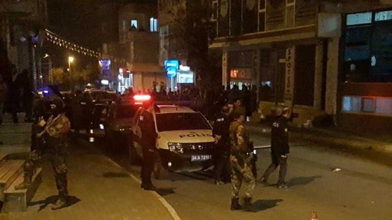 silahli catisma 001 6zx5ai23wnsakgaigcp0akxc5d1p8upd9ptgbrugdsj - شاهد بالفيديو.. قتـ .ـال مسـ .ـلح وسـ .ـط شوارع اسطنبول