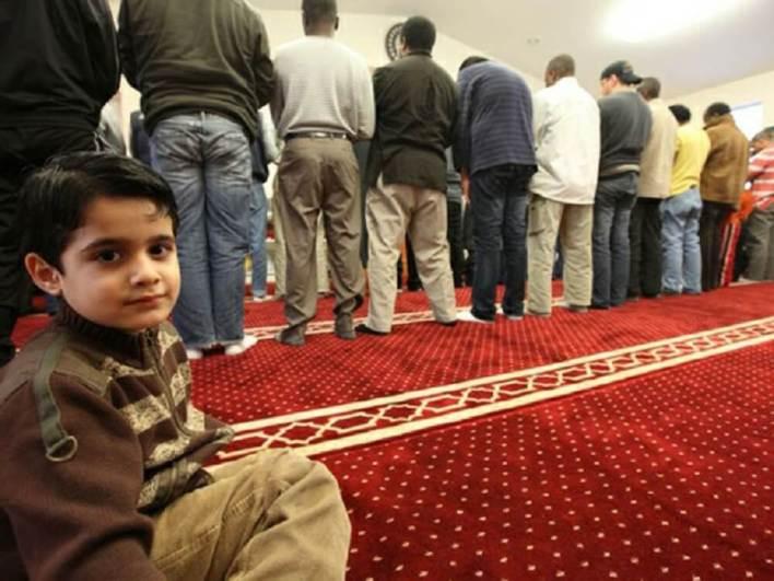 المسلمين في كندا2 - مقـ.ـتل أربعة مسـ.ـلمين بطريقة وحـ.ـشية في كندا والسلطات تتحرك (فيديو)