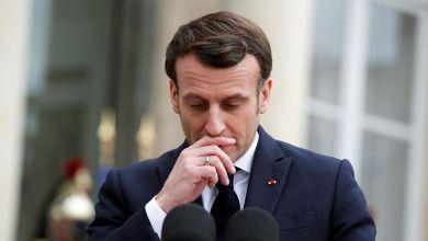 صورة الرئيس الفرنسي ماكرون يتعـ.ـرض لصفـ.ـعة أمام حشـ.ـد من الناس.. فيديو