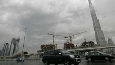 صورة هـ.ـرباً من حـ.ـر الصيف.. الإمارات تسـ.ـتمطر السحـ.ـب!