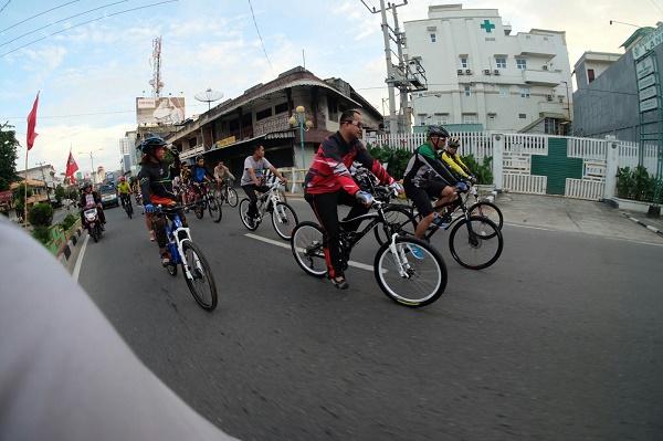 Walikota Pangkal Pinang Bersepeda Bersama Blogger (foto dokpri)