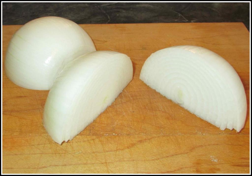 Peeled onions ready for slicing