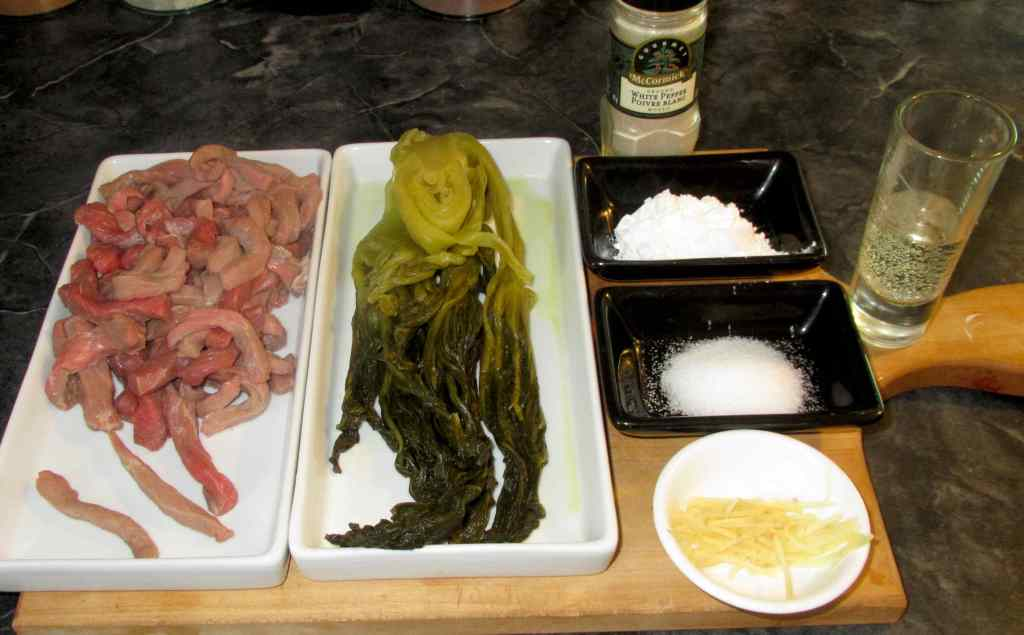 The Ingredients for Beef with 酸菜炒牛肉絲