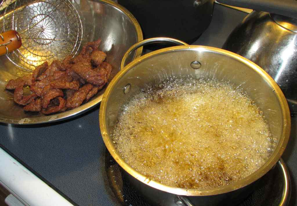 Deep-frying Beef Slices