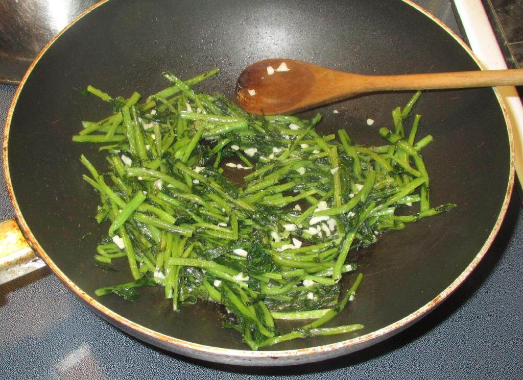 Frying Daikon Green Stems with Garlic