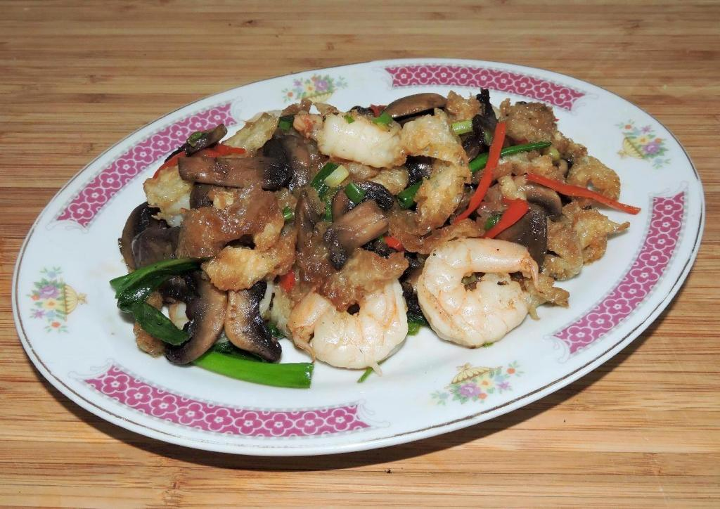 Fish Maw with Shrimp and Mushrooms
