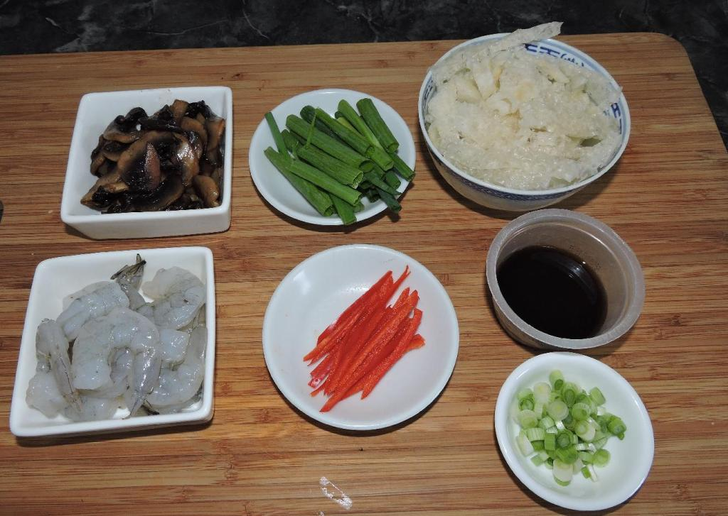 The Ingredients for Fish Maw with Shrimp and Mushrooms