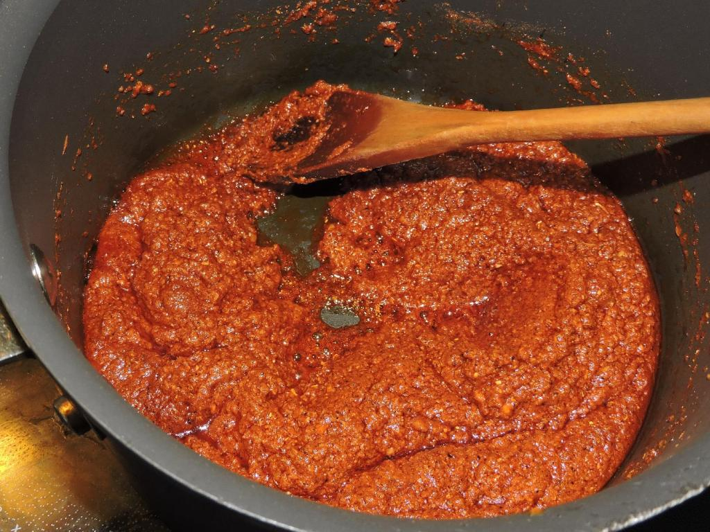 Cooking a Madras Curry Paste with Oil