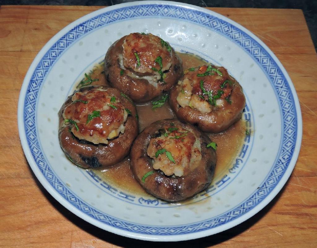 Shrimp and Pork Stuffed Mushrooms - 雙鮮夾餡磨菇