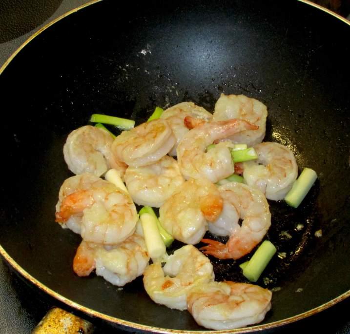 Stir-frying Shrimp with Scallion