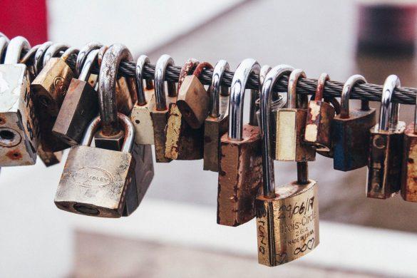 Locks on steel wire