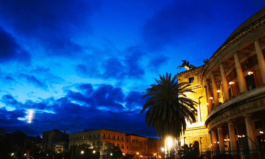 Opera w Palermo nocą