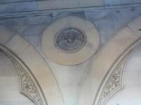 Angel vignette between arches on the platform.