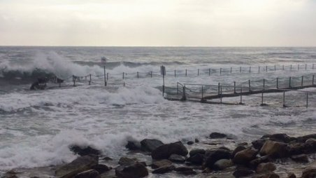 High tide swell at Newport Pool