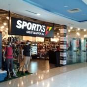 Ici Décathlon s'appelle Sportxs, mais les produits portent la griffe Oxylane