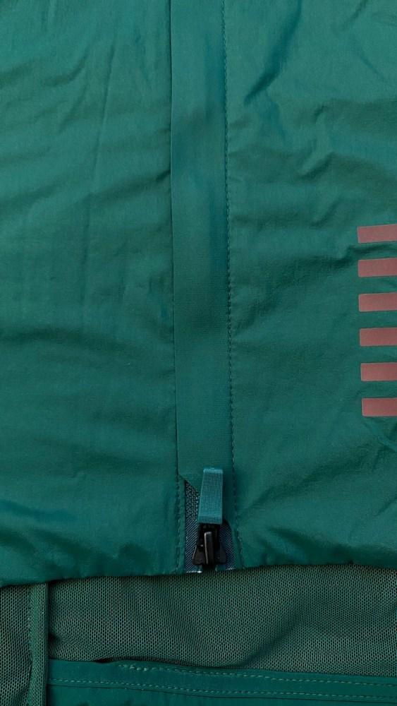 Test av Rapha Pro Team Insulated Gilet toveis glidelås