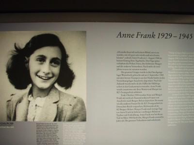 Anne Frank døde i Bergen-Belsen.