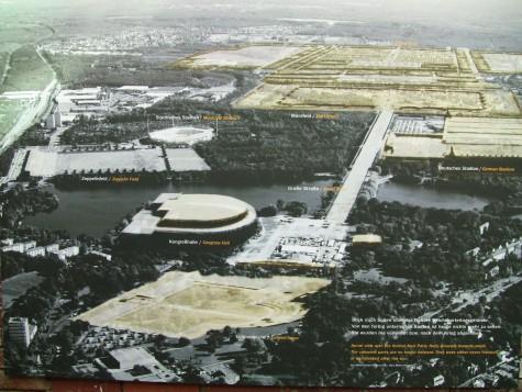 Kongresshallen midt i bildet til venstre.