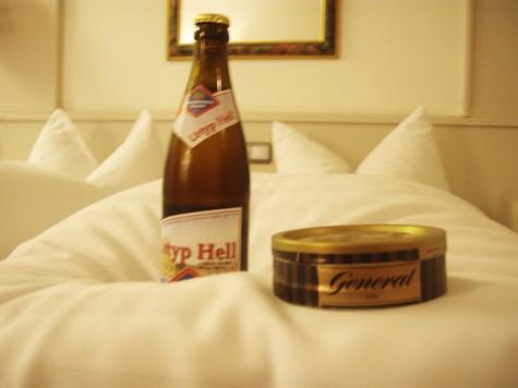 En enkel sjel trenger kun en god seng, en øl og litt snus!