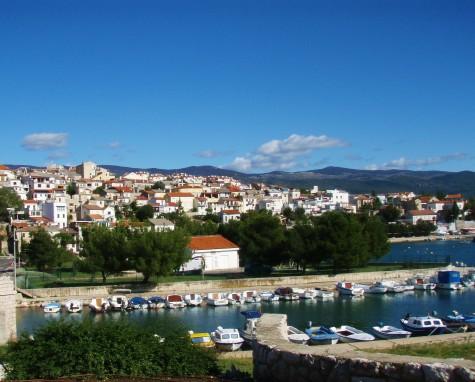 Tettstedet Senj ved Kroatiakysten. Sommersesongen er over!