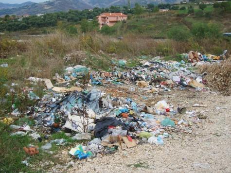 Mange steder fløt søppel i Albania!
