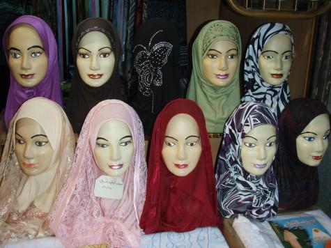 Stort utvalg av hijab - burkaer var ikke til salgs!
