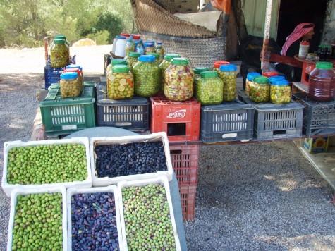 Liker du oliven - kan du kjøpe i kasser langs veien!