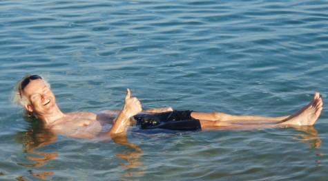 Crawling er forbudt i Dødehavet! Bedre å hvile på ryggen!