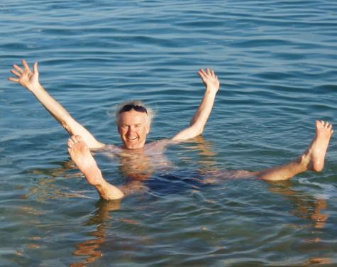 Man flyter svært godt i Dødehavet!
