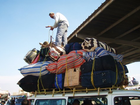 På taxi holdeplassen i Nuwaiba! Viktig å feste bagasjen godt!