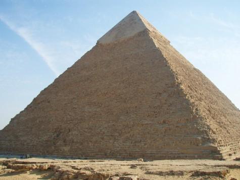 Kong Kheops bretta opp arma og kalte inn til dugnad i år 2551 f. Kr!