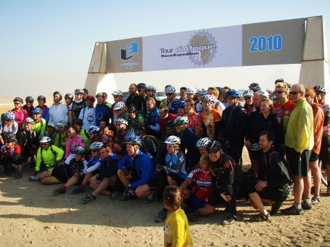 En gjeng gale syklister fra hele verden er samlet ved pyramidene!