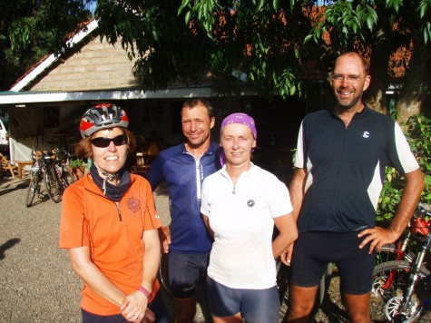 The Dutch Group og Hilde vel framme i Nairobi etter en lang dag på sykkelen!