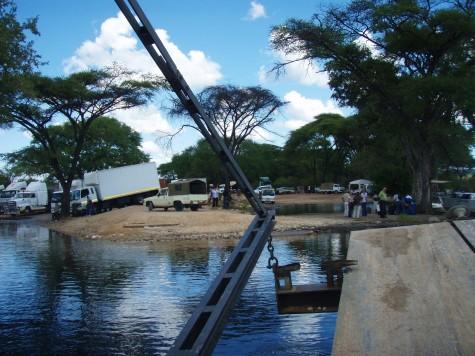 Noe kaotisk ved kryssing av elv mellom Zambia, Zimbabwe, Botswana og Namibia!