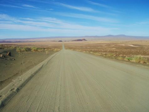 På grusvei gjennom storslått natur i Namibia!
