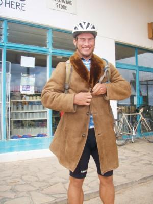 Store Dan fra Australia frøs og kjøpte seg ny pelsjakke!