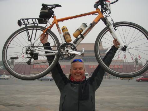 Meget stolt og fornøyd framme i Beijing etter 110 dager på sykkeltur!
