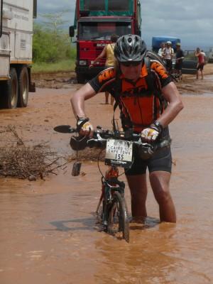 Til tider kunne de være litt strabasiøst å sykle i Afrika!