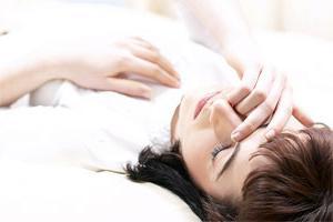Почему случаются обмороки у подростков? Обмороки у подростков девочек: основные причины патологии и особенности ее лечения Ребенок в 16 лет падает в обморок