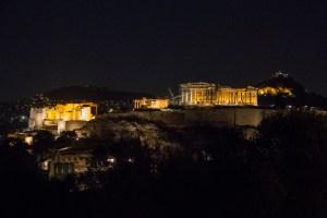 L'Acropole la nuit.