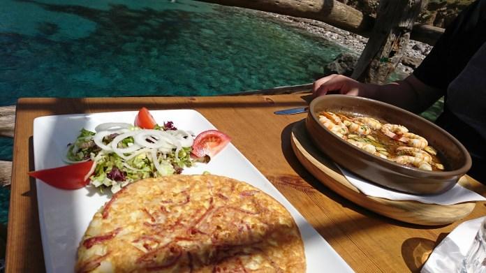 Omeletten wie auch Knoblauchgarnelen