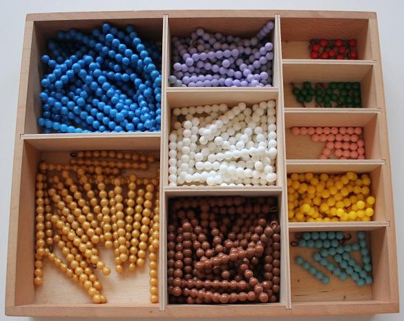 Montessori perles de couleurs.
